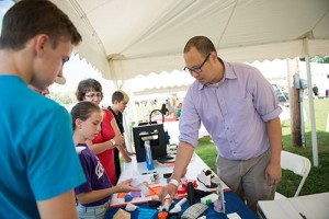 Aaron gives a 3D printing demo at the Taste of New Paltz festival.